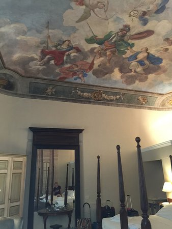 Hotel Burchianti: Florence CHARM...original fresco on the ceiling, spacious room, very comfortable!
