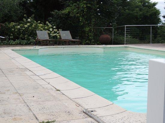 Chateau des forges b b angers france voir les tarifs for Tarif piscine angers