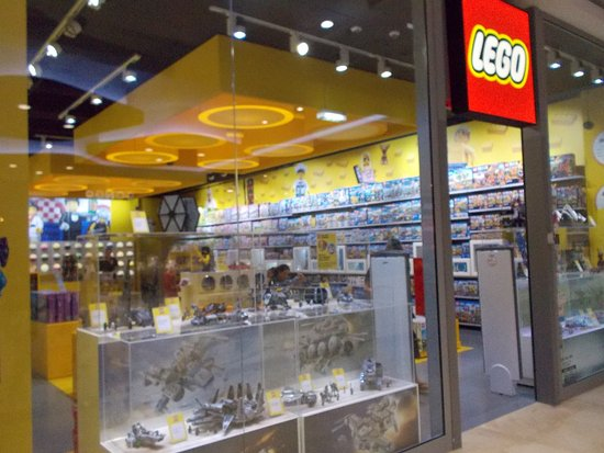 Millenium Falcon at the Lego Store - Picture of Mall of Split, Split ...