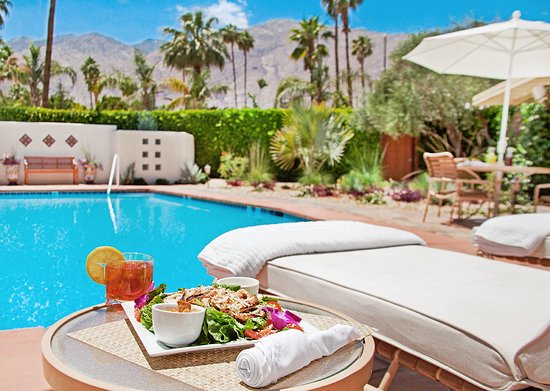 The Hacienda at Warm Sands: Lunch Poolside
