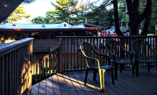 Naples, ME: waiting for a table on the back deck of the gift shop