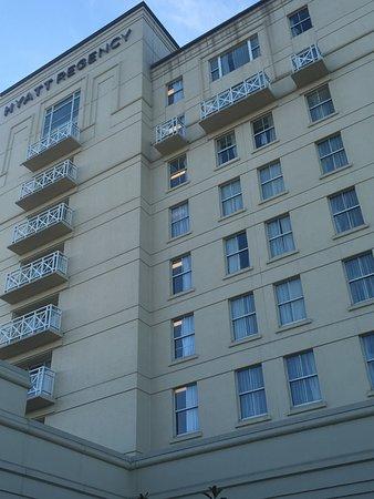 Hyatt Regency Long Island: Close up of hotel tower