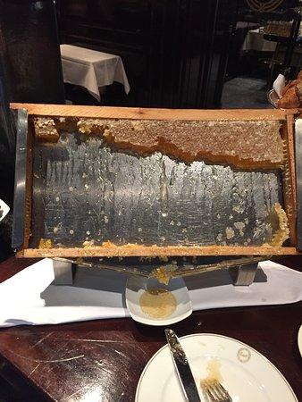 Excelsior Hotel Ernst: Mel puro servido no café