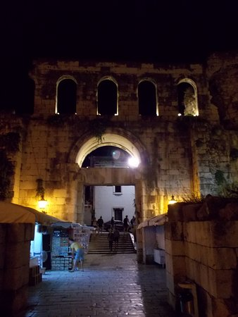 Eastern (Silver) Gate: Gate at night