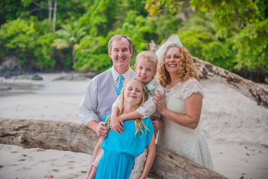 Arenas del Mar Beachfront and Rainforest Resort, Manuel Antonio, Costa Rica: 20 years of marriage. Vow renewal on the beach.