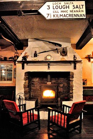 Mulroy Woods Hotel: Wee Bar by the Fire