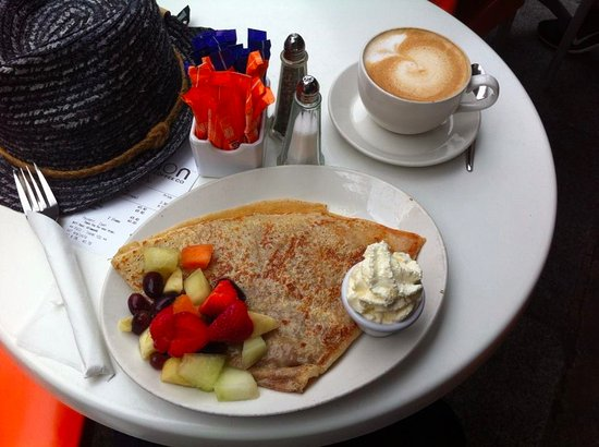 Lemon Crepe and Coffe Co. : Fruit traditional pancakes