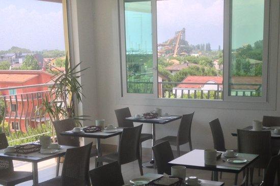 Hotel Oder: sala colazione con vista sul parco