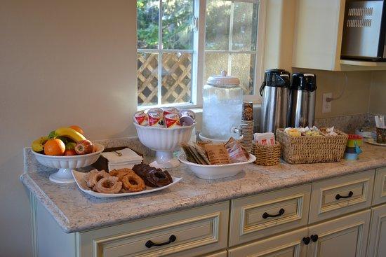 Sunset Inn: Breakfast