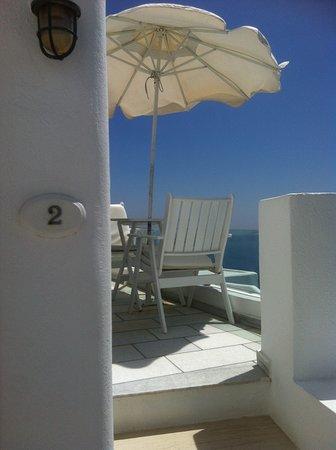Iliovasilema Suites: Our own balcony.