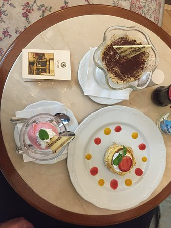 Hotel Savoy Moscow: My late night dessert ..yummy