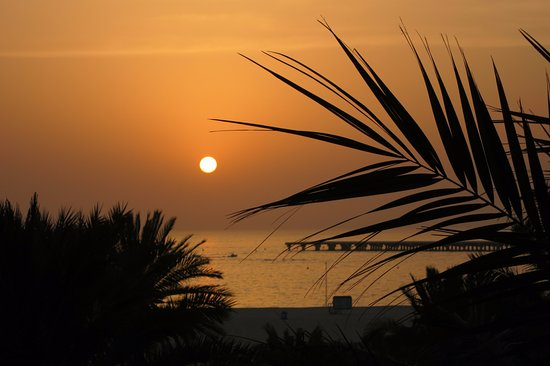 Le Royal Meridien Beach Resort & Spa: sunset from club lounge