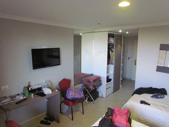 Foz Plaza Hotel: Vista do bagunçado quarto