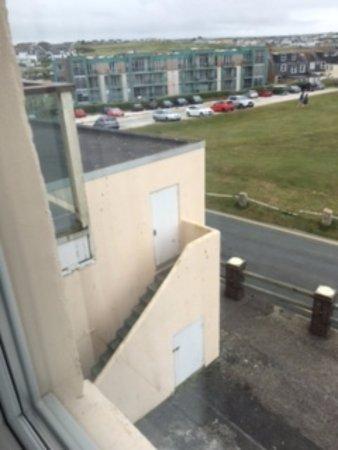 ذي أتلانتيك هوتل: Not much of a view from the window and awful exterior