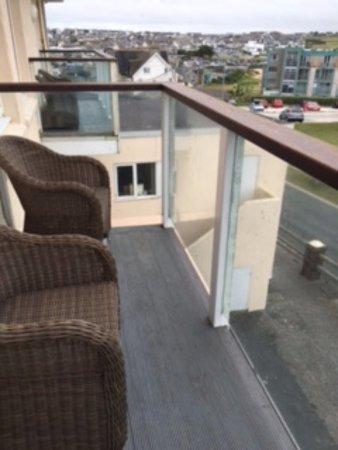 ذي أتلانتيك هوتل: Grubby balcony