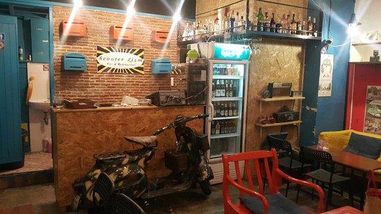 Scooter Lizm Restaurant & Bar