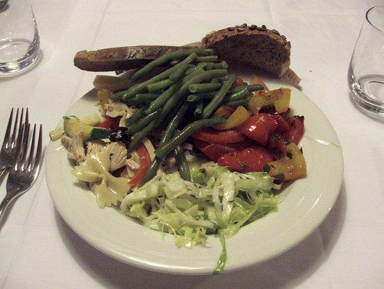 Molini di Tures, İtalya: Il ricco buffet di verdure...