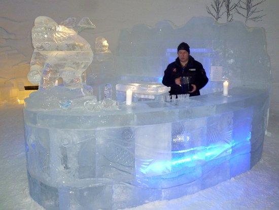 Le bar bild fr n kirkenes snow hotel kirkenes tripadvisor for Kirkenes snow hotel gamme cabins