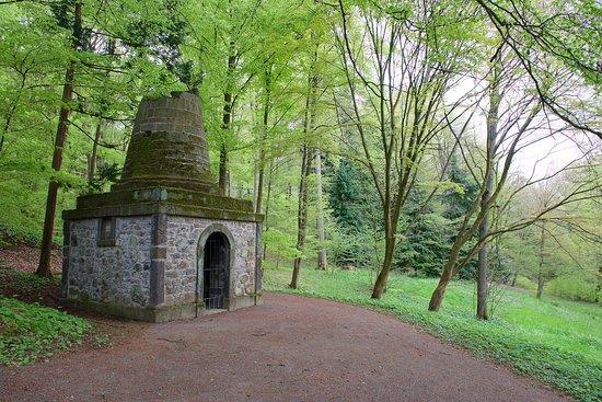 Bergpark: Das Grabmal des Virgil