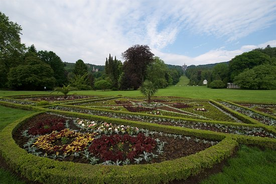 Bergpark: Blick über die Schlosswiese