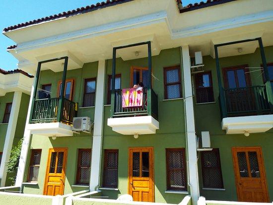 Ova Resort Hotel: Balconies and ground floor terraces