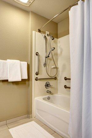 Hyatt House Seattle/Redmond: ADA Bathroom