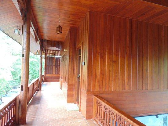 Ruen Come In: balcony