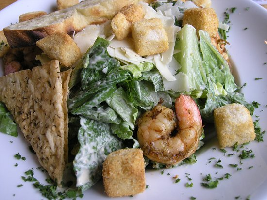 Oak Creek Brewery & Grill: Caesar salad with grilled shrimp.
