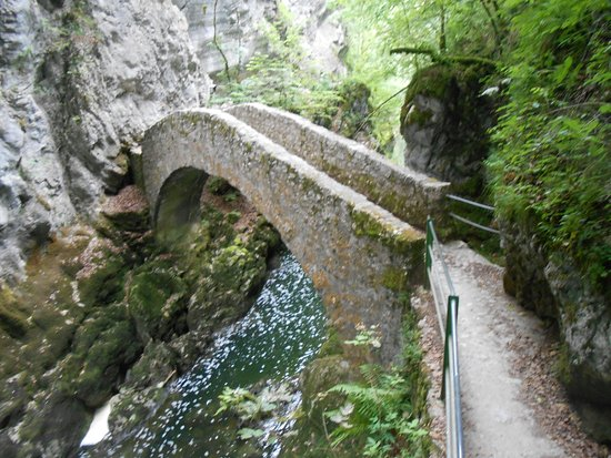Bole, سويسرا: Les belles gorges de l'Areuse !