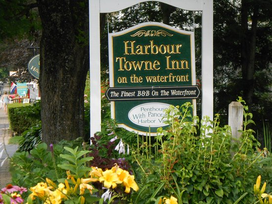 Harbour Towne Inn on the Waterfront: Sign for the inn