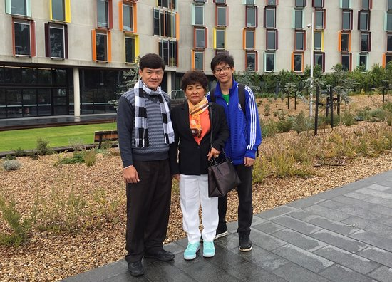 Caulfield, Australia: Proud to be with my son HengPor Meas on his first day at Monash😊