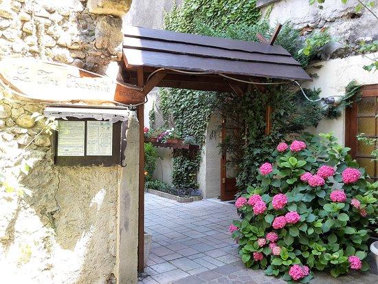 Montmelian, França: l'entrée du restaurant