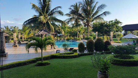 garten mit pool - picture of the jayakarta suites komodo-flores, Gartenarbeit ideen