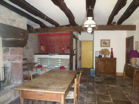 Chambres d'Hotes du Jardin de la Raze : salle commune