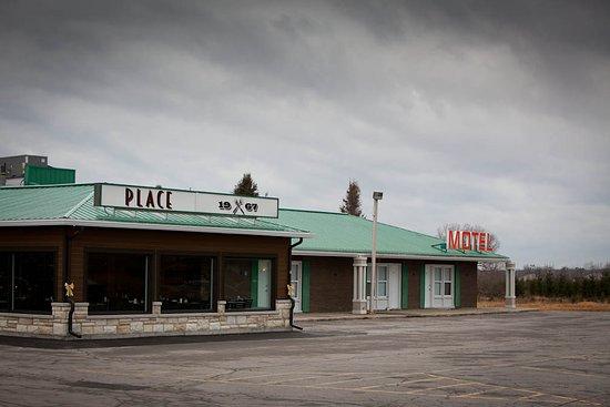 Plantagenet, Canada: Building