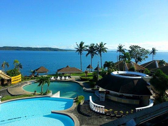 Leyte Park Resort Hotel: レストランからのプール&シービュー