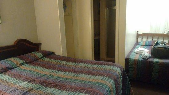 Falls Motel: 3 ppl