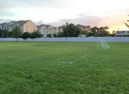 Futbol Field To Play Abd Hace Fun Wiith The Kids