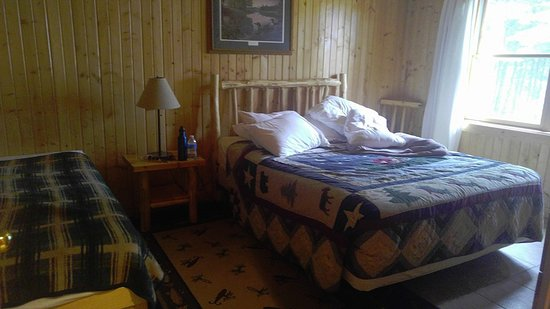 Timber Trail Lodge and Outfitter: 2nd bedroom of The Evergreen, downstairs