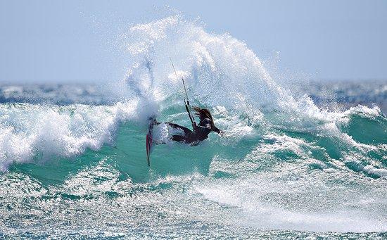 Yoaneye Kitesurfing : Wave Surfing