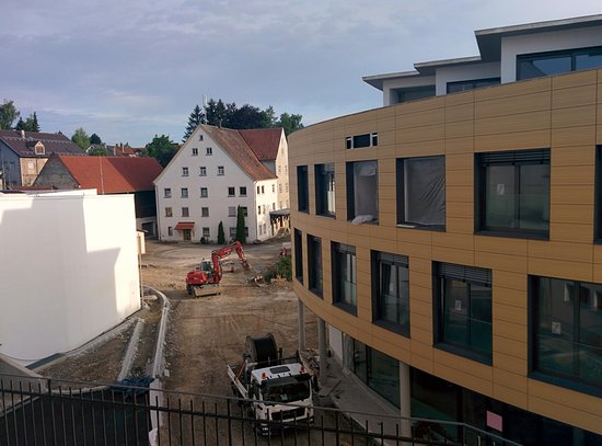Hotel Hirsch: view + noise bathroom