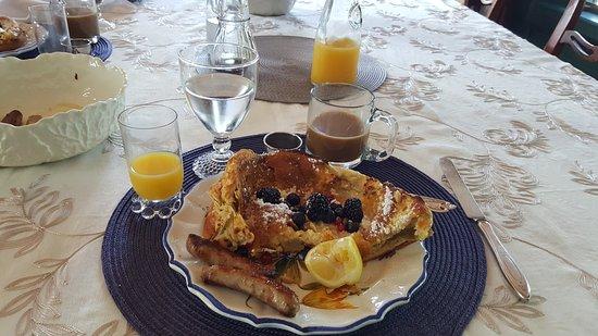 Greencrest Manor : Breakfast by Janet!