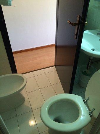 San Gabriele Hotel: Camera 511,bagno,corridoio al piano...