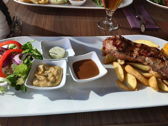 Sirloin (300g with: béarnaise, garlic butter, Jack Daniel sauce, corn, lettuce and potato wedge