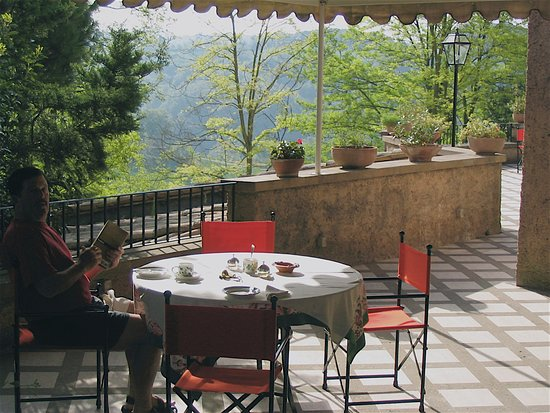 Borgo Paraelios : breakfast on our terrace