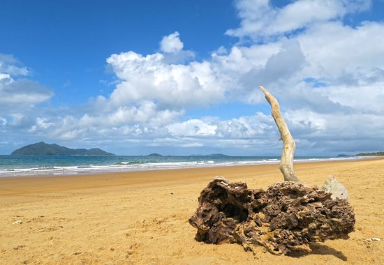 Dunk Island Places To Stay: Mission Beach View To Dunk Island