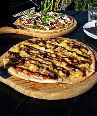 Amberley, Selandia Baru: Element and Platinum Pizzas