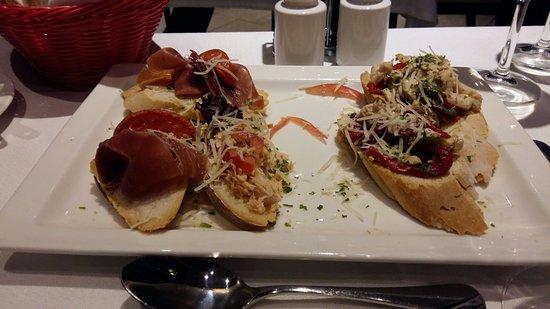 دريمز بونتا أريناس: Variedad de tostadas. Una muy buena entrada...