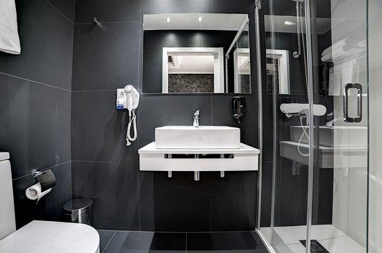 Hotel Pilar Plaza: Baño habitación estándar