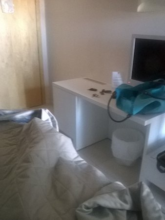Delta Hotel: lungh 3,50 largh.4,50 max. ideale per una notte ma non di più!